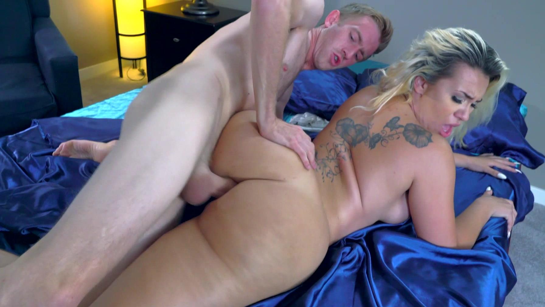Big Booty Latina Twerk Naked
